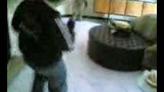 Il grande Todisco balla sulle note di Crazy Frog