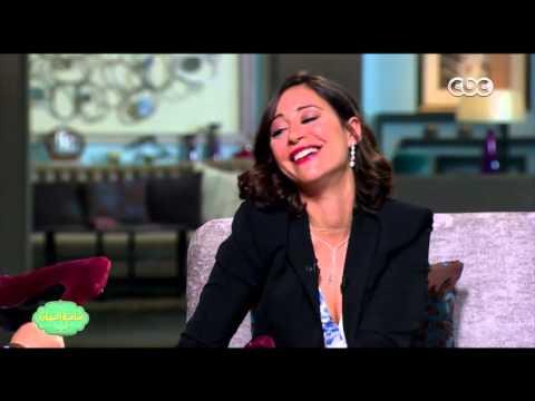 صاحبة السعادة | منة شلبي : وقعت أثناء استلام جائزة عن فيلم الساحر بسبب الكعب العالي