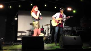 Mali-Koa Hood (The Voice Aus) & Calum Hood (5 Seconds of Summer) LIVE @ The Hills Are Alive Final