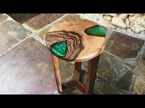 Last project in my shop !! Resin and Walnut Round Table