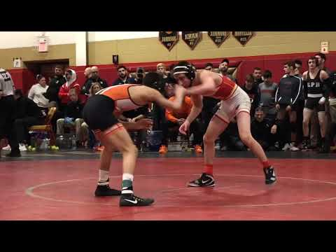 Fort Lee freshman Alex Almeyda beats Bergen Catholic's Nick Kayal in Region 2 113-pound semis