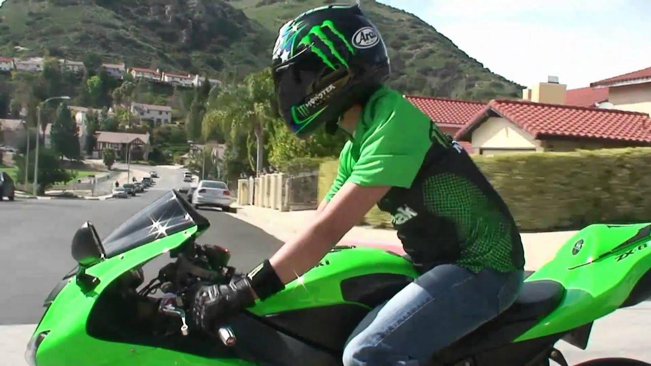 Charmant All Green Kawasaki NINJA ZX6R Rider On The Street   Monster Energy Gear    YouTube