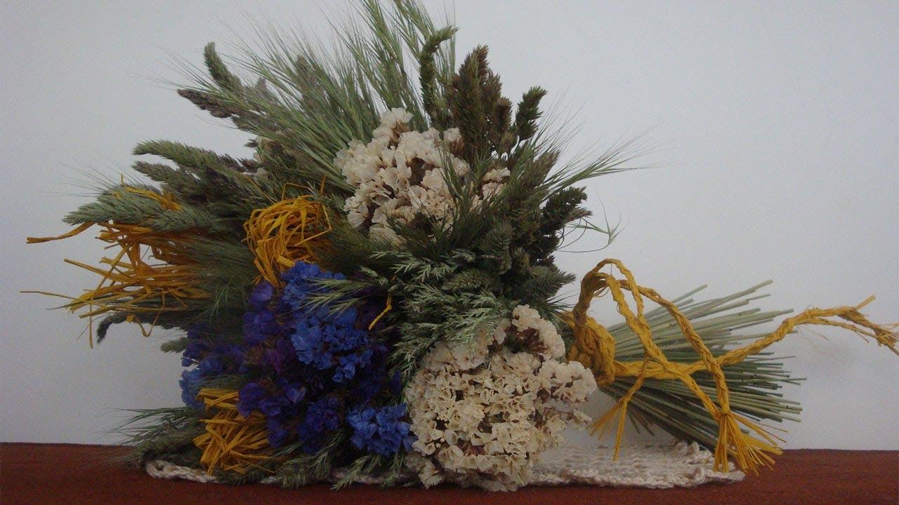 Bastelideen  Trockenblumenstrau aus Gras Strandflieder