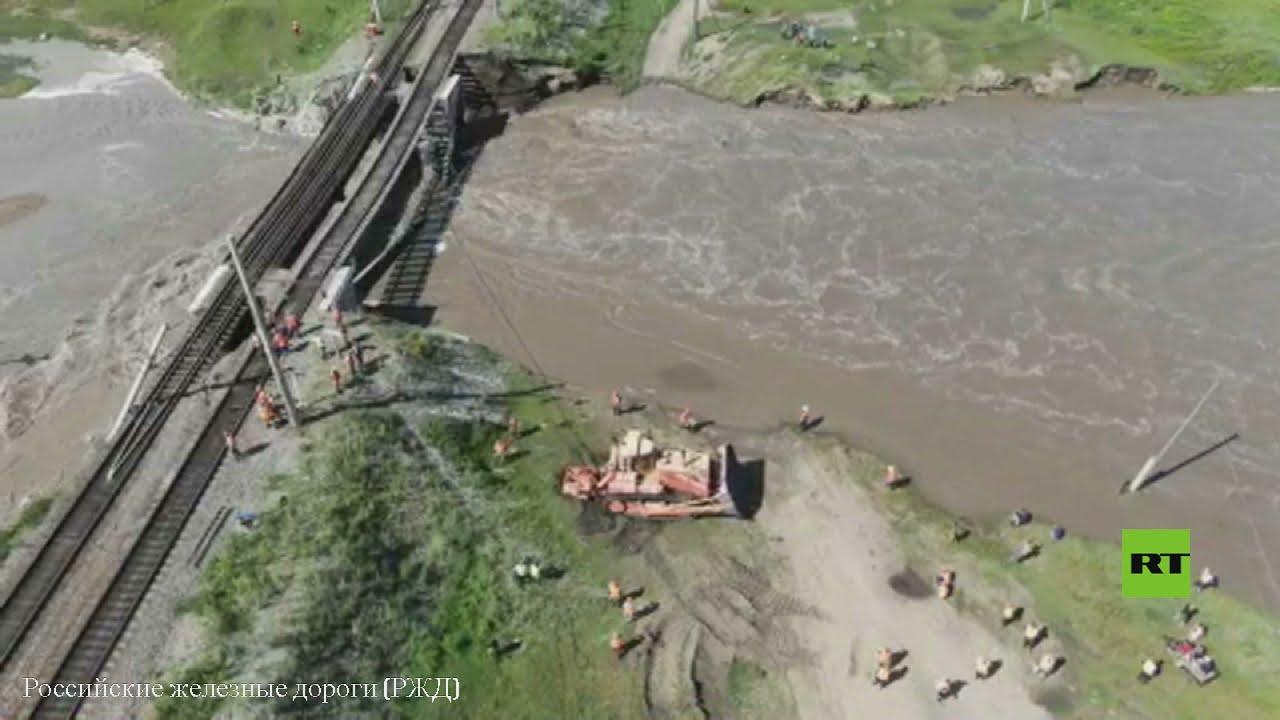 انهيار جسر للسكة الحديد جراء الأمطار الغزيرة في سيبيريا  - نشر قبل 2 ساعة