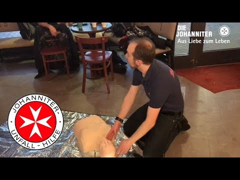 Johanniter zeigen Erste Hilfe im Ballhaus Café Hannover