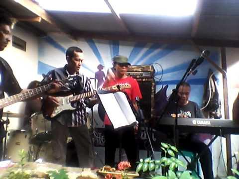 Bunga Di Tepi Jalan (Evergreen Band Tangerang)