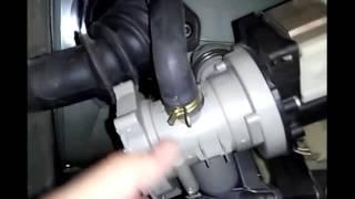 видео Замена сливного патрубка бака