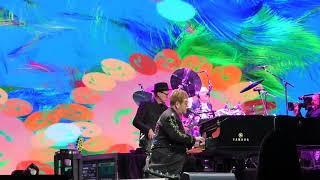 "Elton John - ""Looking up""  live 05 12 2017 Barclay Arena Hamburg"