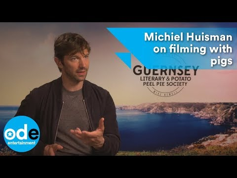 Michiel Huisman on filming with pigs