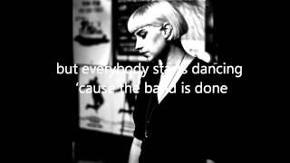 Molly Nilsson - Whiskey Sour Lyrics