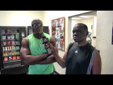 """Conor McGregor will get """"embarrassed"""" by Floyd Mayweather says MMA fighter Bobby Lashley"""