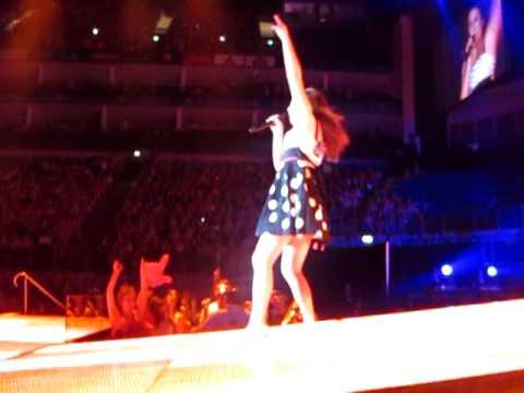 Glee performance London Firework mp3