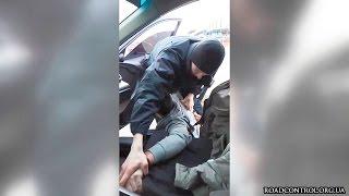 Полиция избила пассажира авто за тонировку