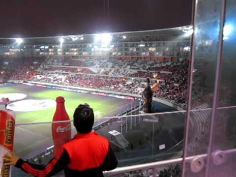 Palco en el Estadio Nacional de Lima