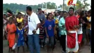 パプアTVの番組に見る西部ニューギニア・ラジャアンパット県の笛太鼓
