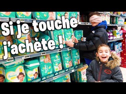 ON ACHÈTE TOUT CE QU'ON TOUCHE LES YEUX BANDÉS ! Shopping à l'Aveugle