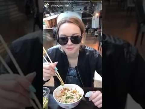 Диана Шурыгина и Глеб проводят время в ресторане