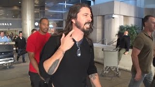 Dave Grohl Pretends He Can
