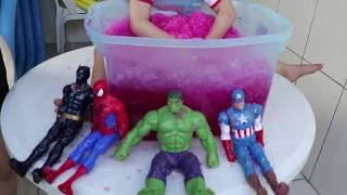 Brincando com Gelli Baff e meus bonecos - Dany e Cadu