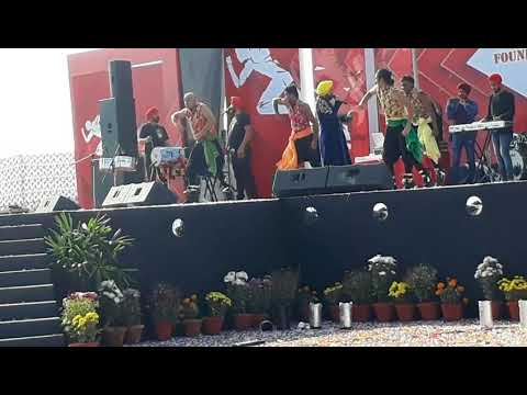 "DILER MEHANDI LIVE SINGING PERFORMANCE Song On,,"" Kala Kauwa Kat Khayega"