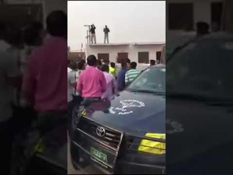 Full Video Chinese Engineer vs Pakistani Cops getting harassed. Chinese Engineer vs Pakistani Fight