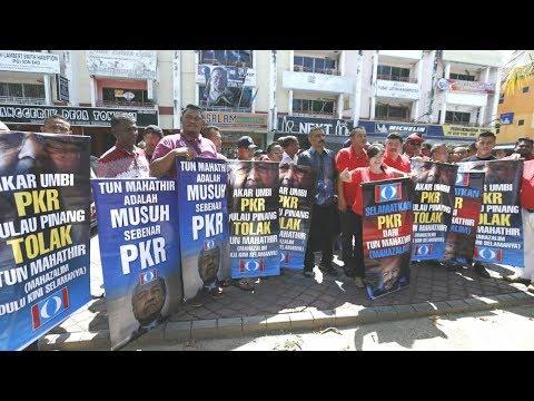 Akar umbi bantah Dr M guna logo PKR