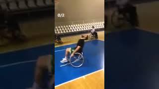 O Νίκος Παππάς βαράει σουτάκια με το τμήμα μπάσκετ με αμαξίδιο | Luben TV