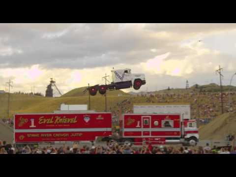 Record di salto col camion: vola per 50 metri!