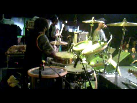 bass and drum solo's MISTY IN ROOTS live in Dortmu...