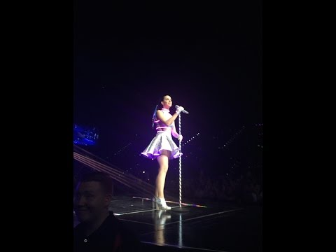 Katy Perry drops microphone (Love Me) - Live at Brisbane Entertainment Centre, December 15th 2014