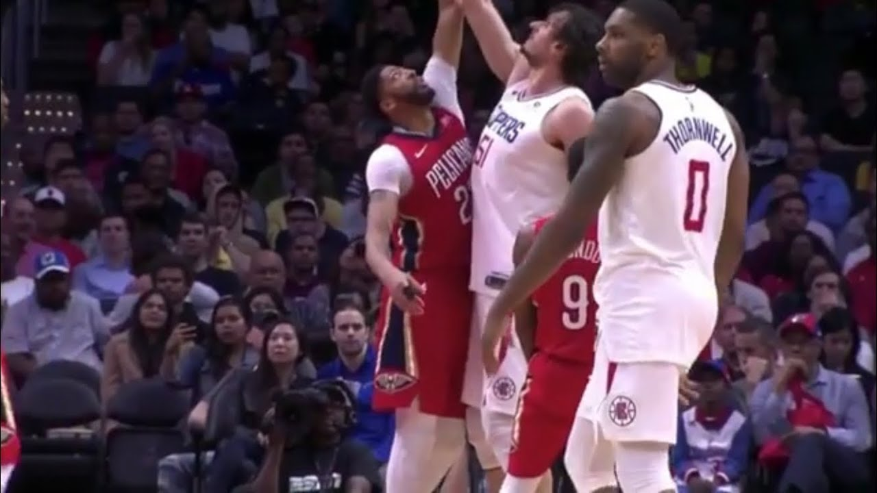 Boban Marjanovic So Tall He Teases Anthony Davis With Ball