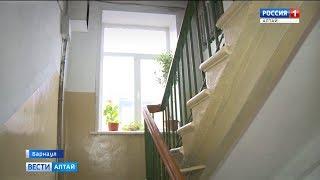 Житель многоквартирного дома сам отремонтировал лестничную площадку