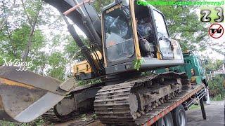 HET Heavy Equipment Transport Fuso Self Loader Truck With Volvo EC210B Excavator