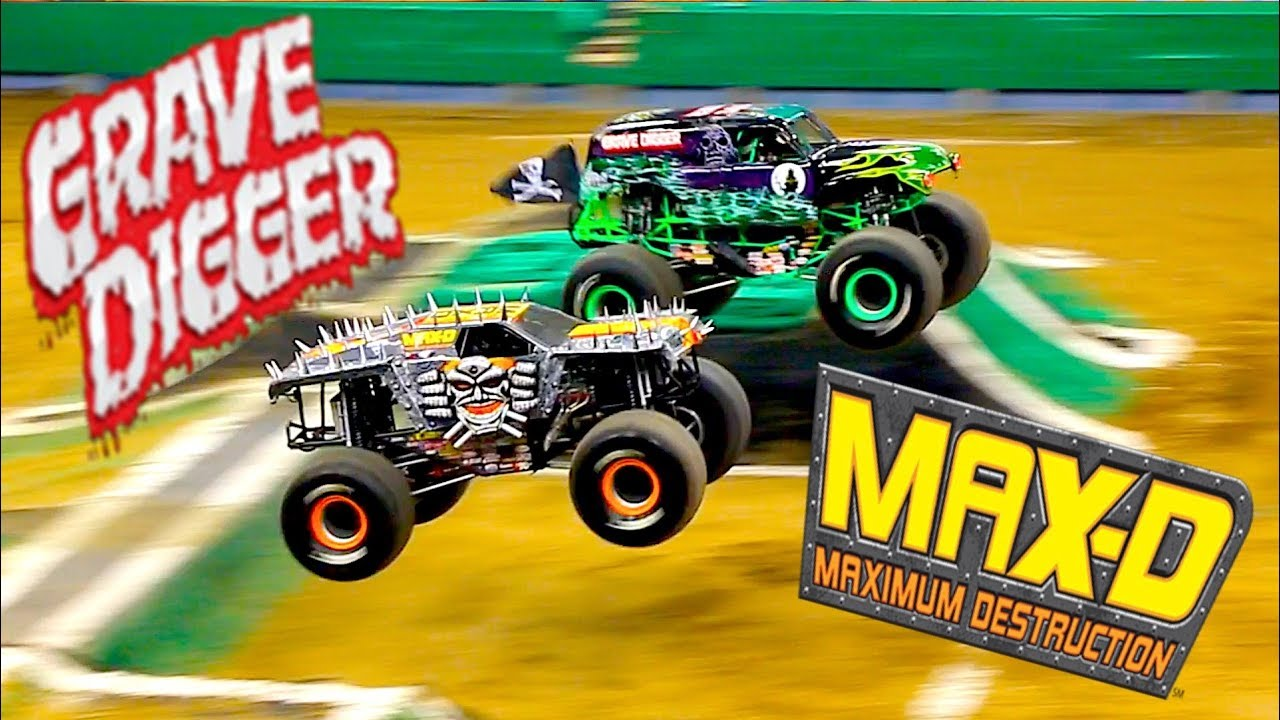 Grave Digger Vs Max D Monster Jam 2019 Syracuse Youtube
