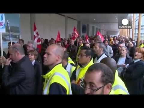 Air France   le DRH agressé par le personnel en colère   economy
