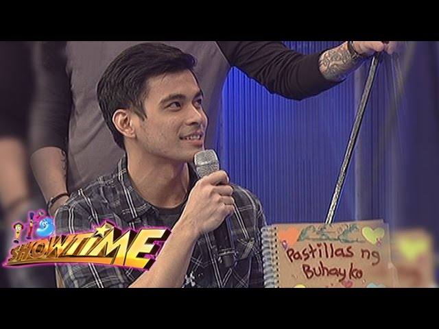 It's Showtime: Evan draws his message to Pastillas Girl