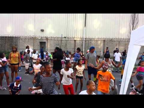 DJ So Fresssh live @ Grace Towers Block Party in Brooklyn, DLow Shuffle!