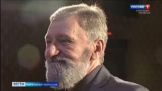 Свой 70-летний юбилей отметил руководитель русского театра драмы и комедии Хасан Биджиев