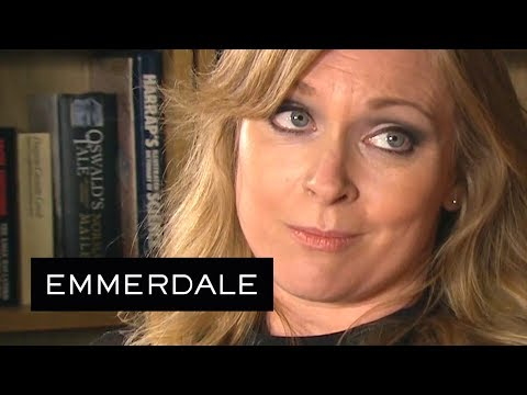 Emmerdale - Vanessa Discusses Her Sexuality With Rhona