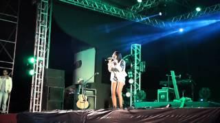 Baixar Erika Santos cantando  QUEM É ?