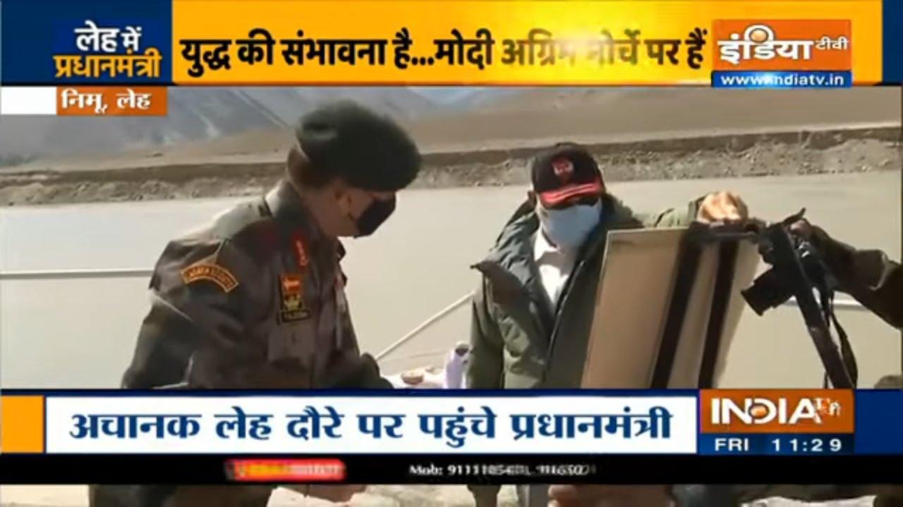PM Modi being briefed by Lt Gen Harinder Singh & Lt Gen YK Joshi in Nimmoo, Ladakh   IndiaTV