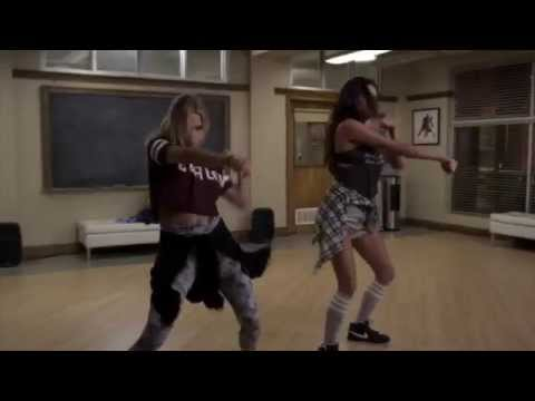 Pretty Little Liars - Emily & Hanna dancing 5x21 song