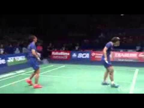 """Badminton """" Smash to head his partner """""""