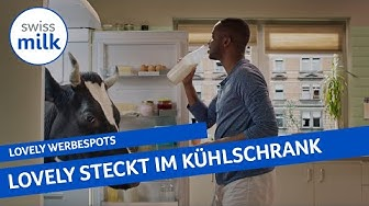 Kuh Lovely steckt in Charles Nguelas Kühlschrank   Werbespot   Swissmilk (2019)