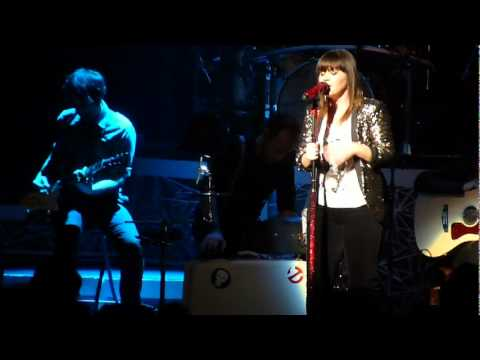 Kelly Clarkson - What About Love (Heart Cover) - Wang Center Boston 1/26/12