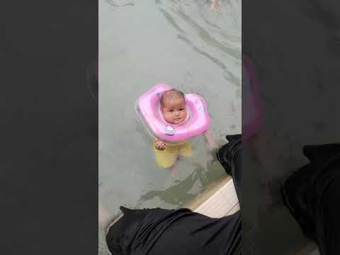 Adelline Aesyall First Time Swimming