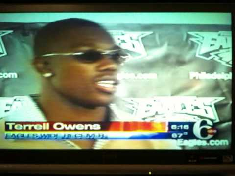 2004 Eagles Beat Bears in Chicago. Owens Situp Celebration