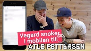 Vegard Harm snoker i mobilen til Atle Pettersen
