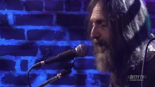 "Chris Robinson Brotherhood performs ""Shadow Cosmos"" on Ditty TV"