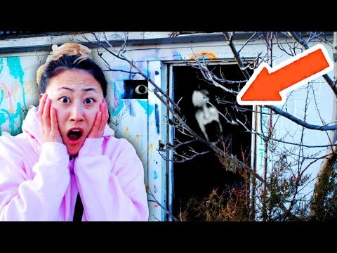EXPLORING ABANDONED TOWN!! (SUPER SCARY) 😱